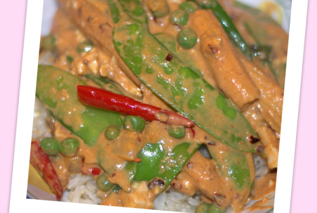 Spicy Thai Curry Peanut Bowl